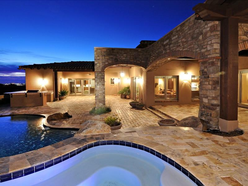 Outdoor Stone Products: Cultured Stone, Travertine Pavers, Pool Tiles